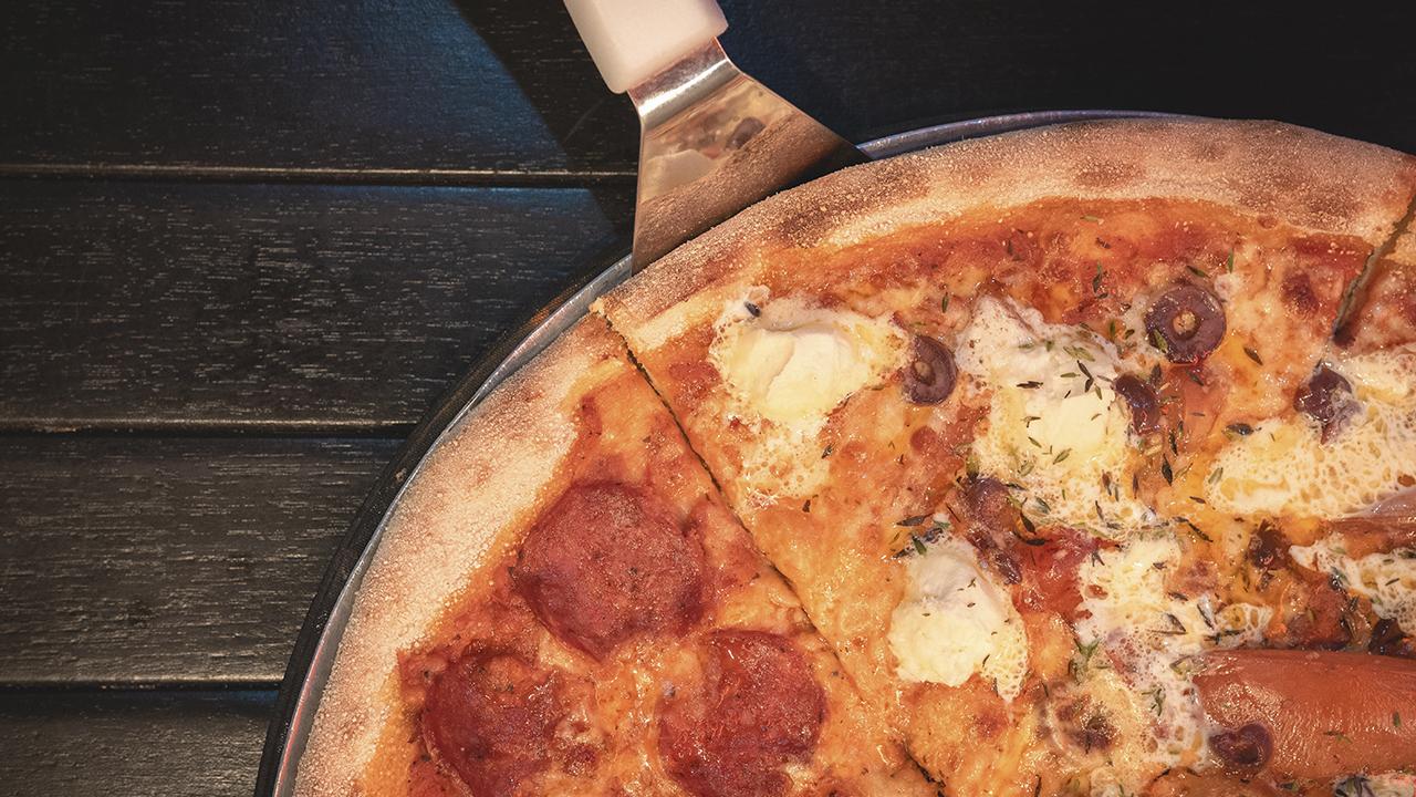 Nápoles permite la entrega de pizzas a domicilio tras protestas
