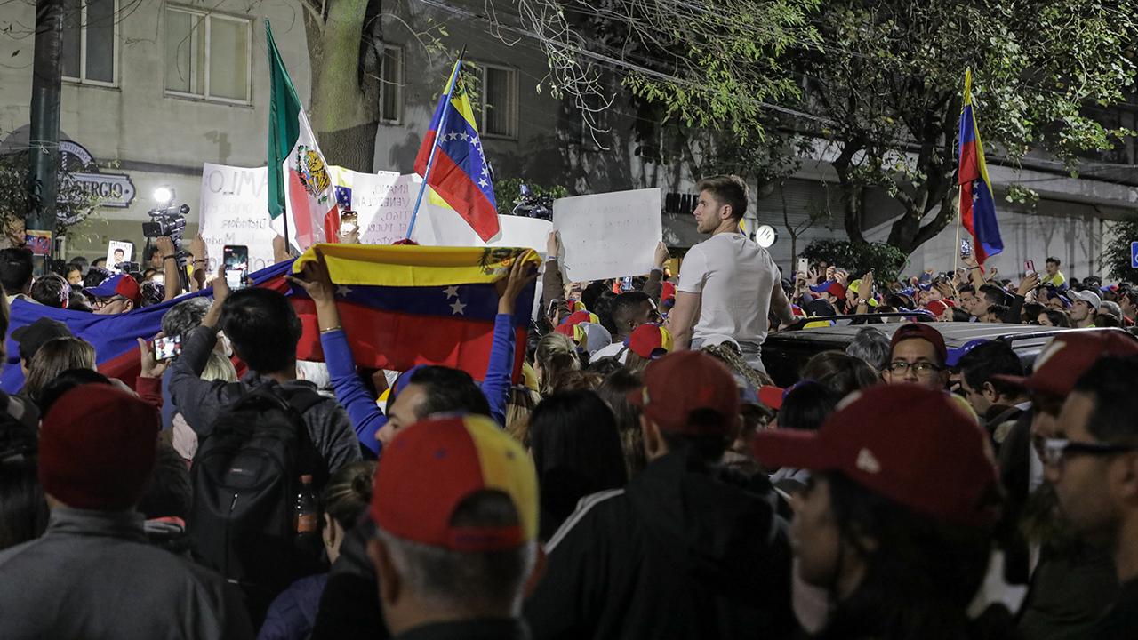 """Guaidó llama a manifestarse por elecciones """"libres y justas"""" en Venezuela"""
