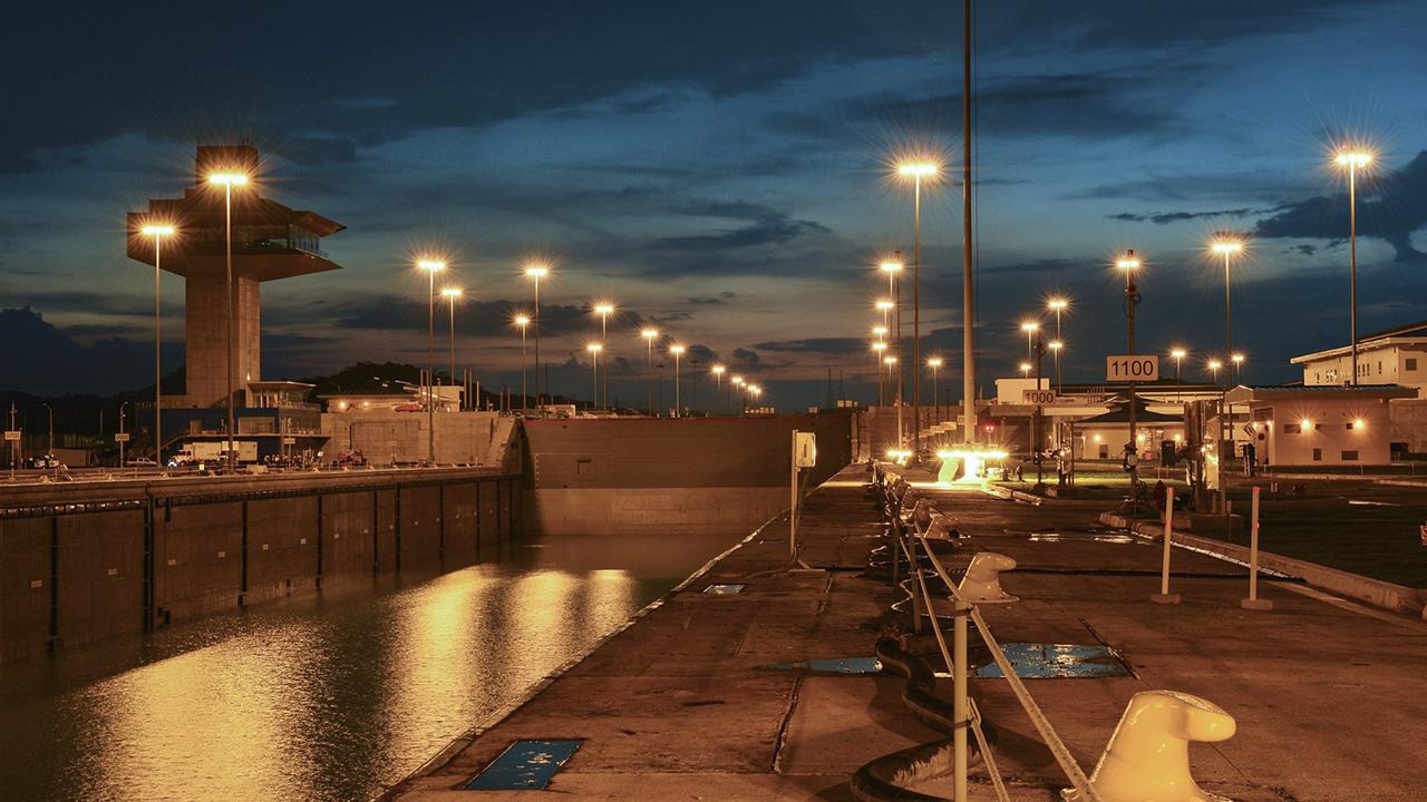 El Canal de Panamá pospone nuevas tarifas de cupos de reservas