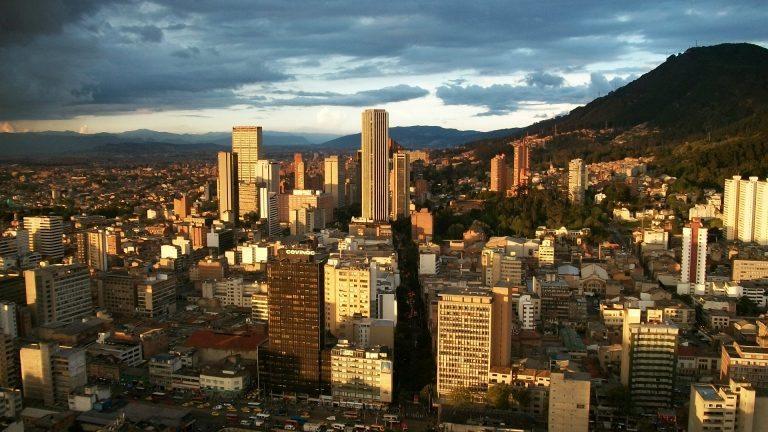 Colombia remueve fosa en búsqueda de 50 ejecutados extrajudiciales