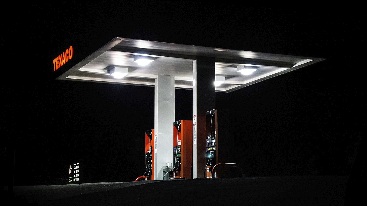 Combustibles suben hasta RD 5.50 por disposición de Industria y Comercio