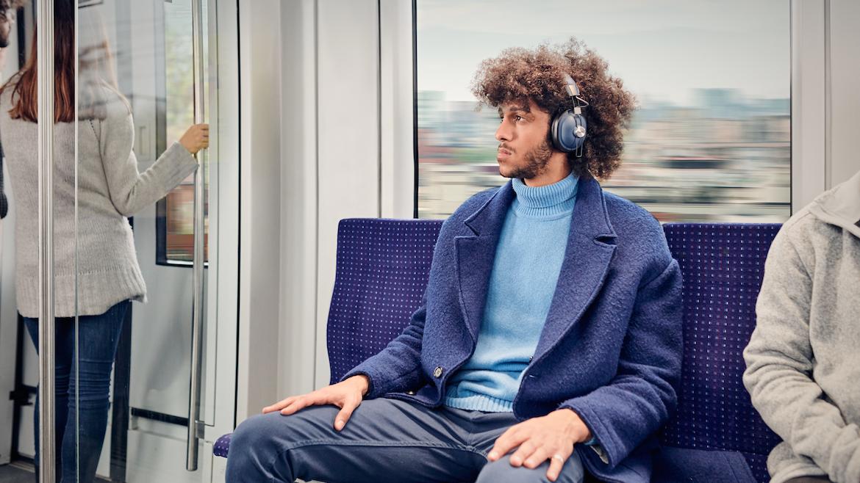 ¿Es saludable escuchar música con audífonos?