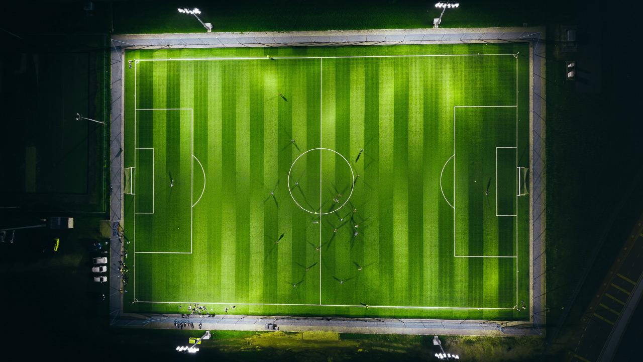 FIFA debate sobre flexibilizar normas traspasos, contratos y rebaja sueldos