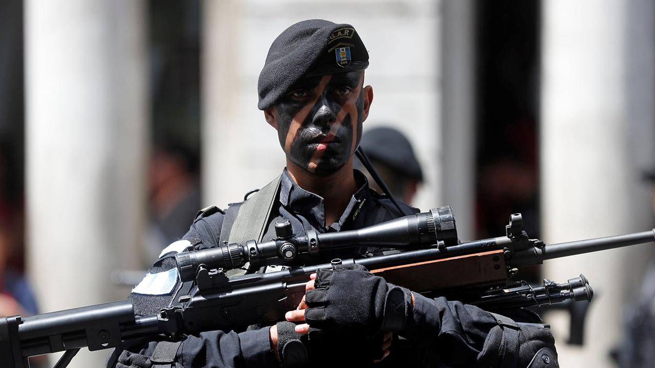 Presidente de Guatemala impone estado de prevención en municipio capitalino