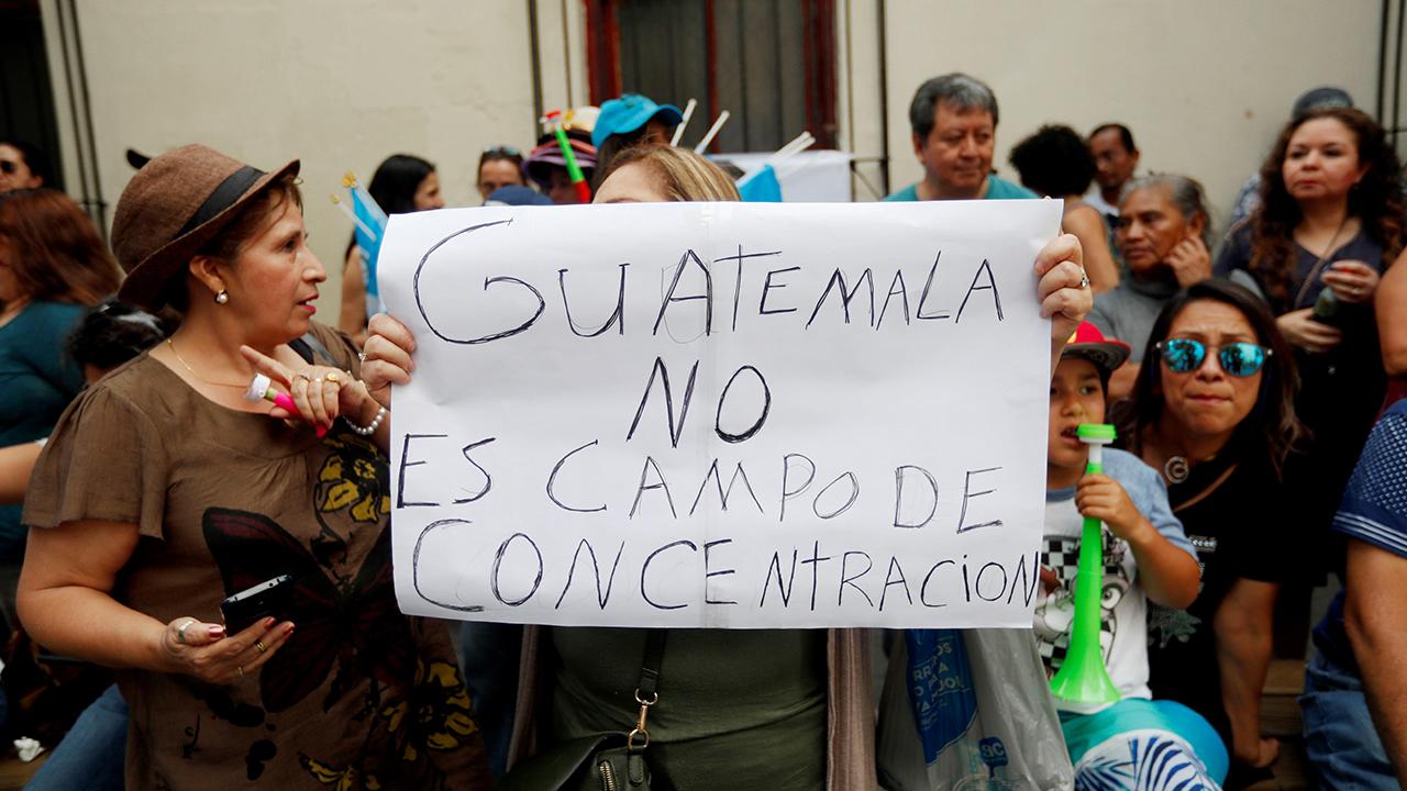 Guatemala admite no tener albergues para migrantes que esperan asilo en EU