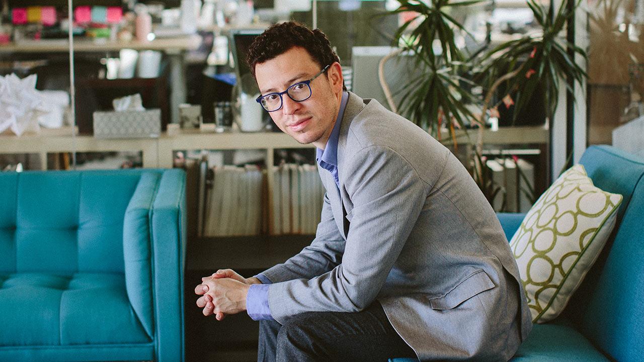 El joven que se convirtió en 'profesor' de idiomas de Bill Gates