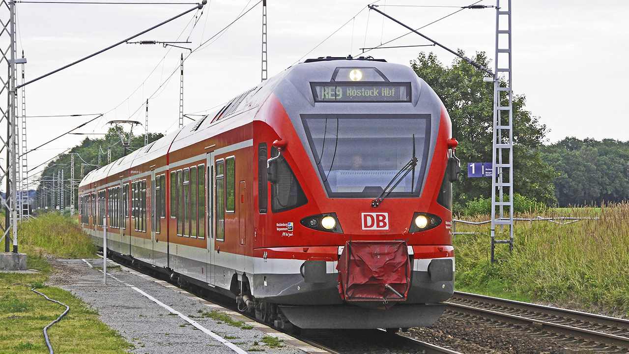 Costa Rica recibe último lote de trenes de pasajeros comprados a firma china