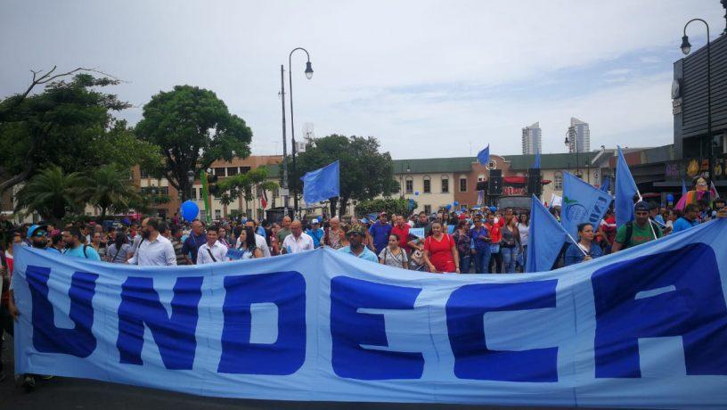 Sindicato del Sector Salud protestan contra políticas económicas del Gobierno