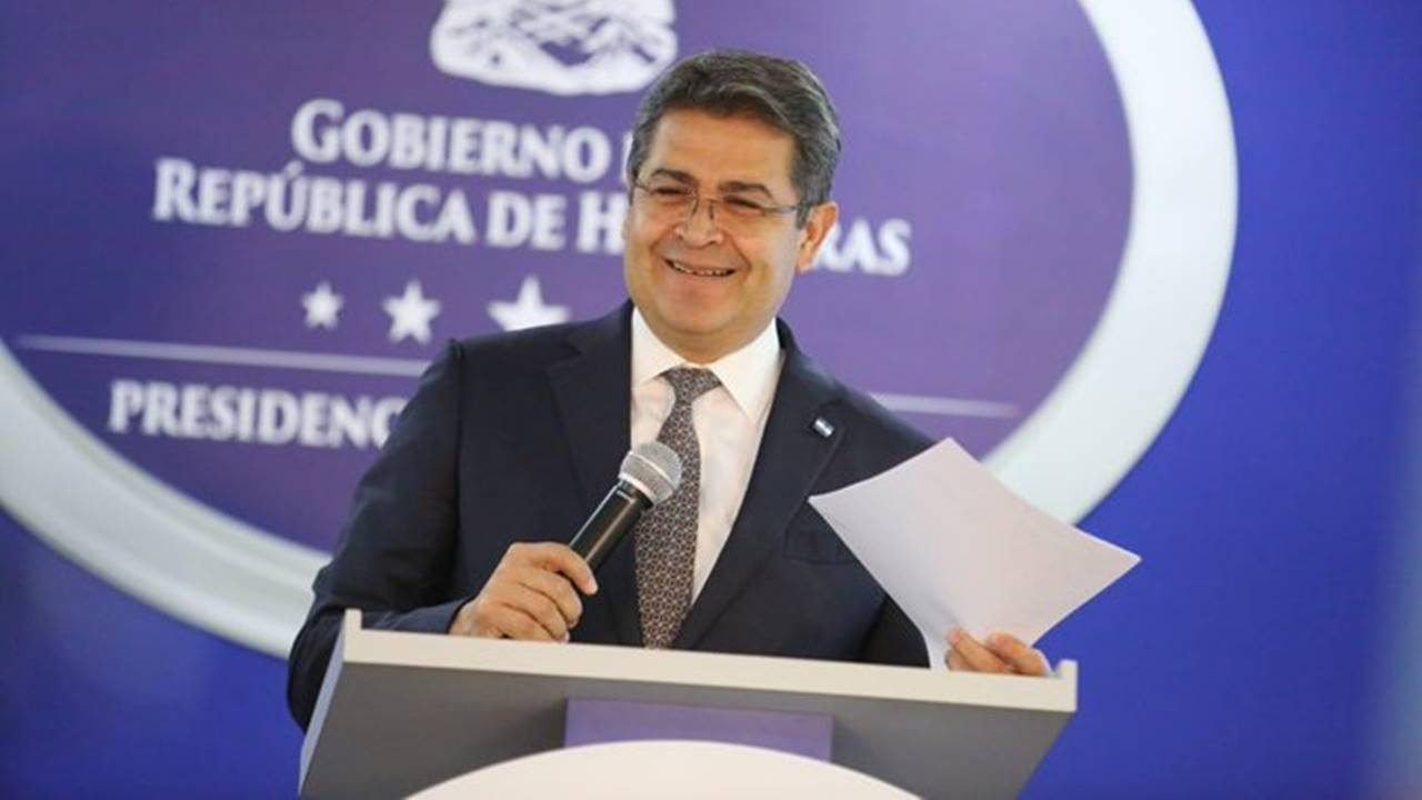 """Presidente Hernández pide a políticos hacer una campaña electoral """"de altura"""""""