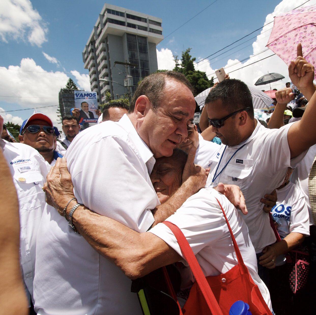 Alejandro Giammattei lidera las elecciones de Guatemala