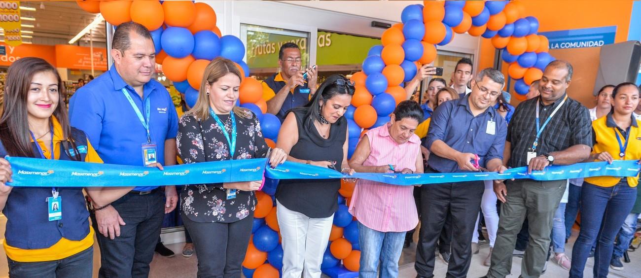 Walmart inaugura Masxmenos en Costa Rica