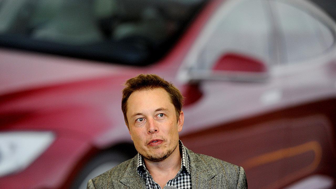 """Elon Musk trollea a la SEC y ahora es el """"Rey Tecno"""" de Tesla"""