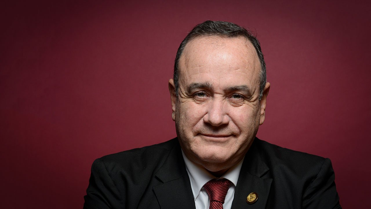 "Presidente Giammattei quiere ""cielos abiertos"" con México"