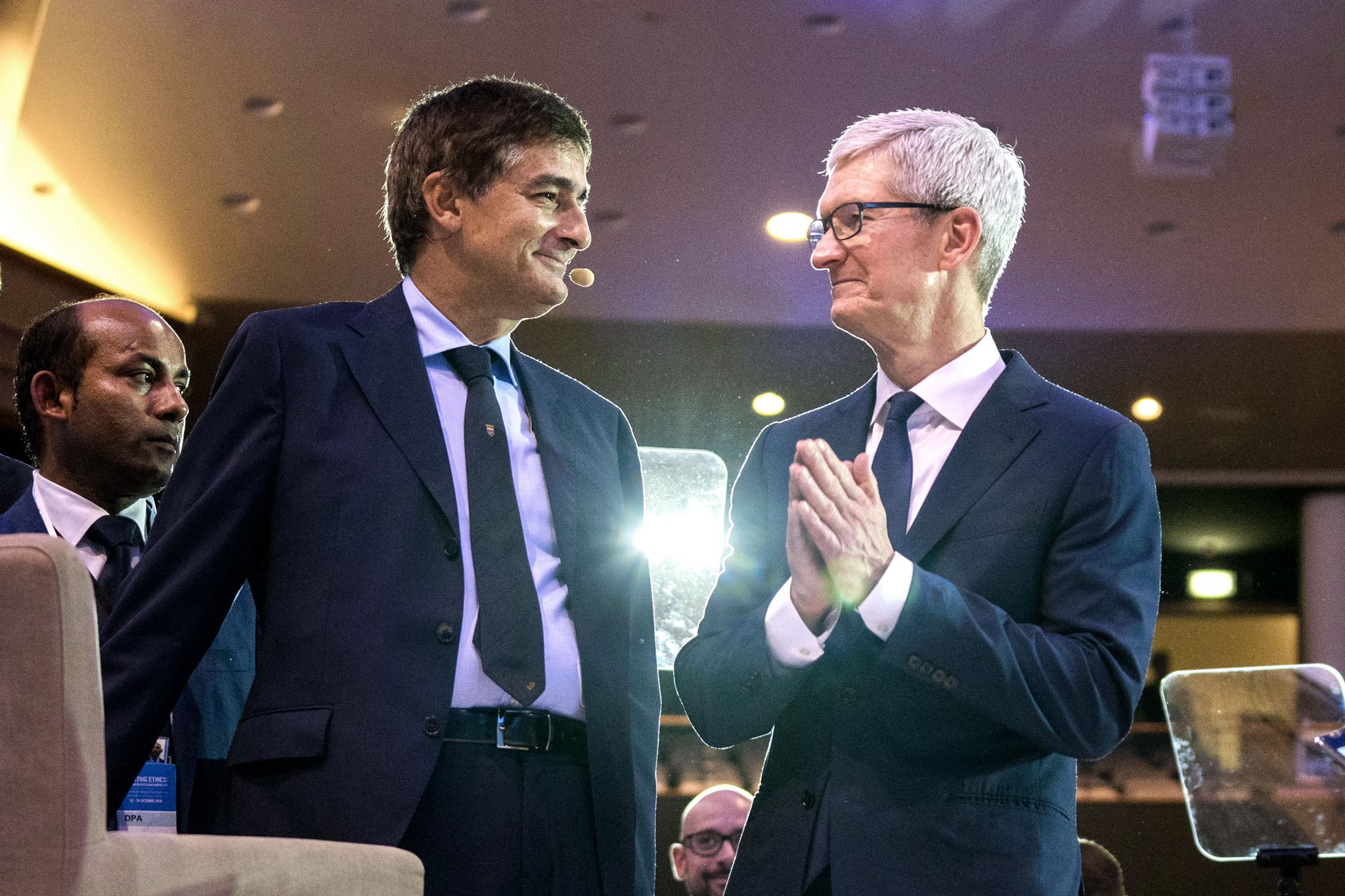 No es necesaria una carrera universitaria, Tim Cook, CEO de Apple