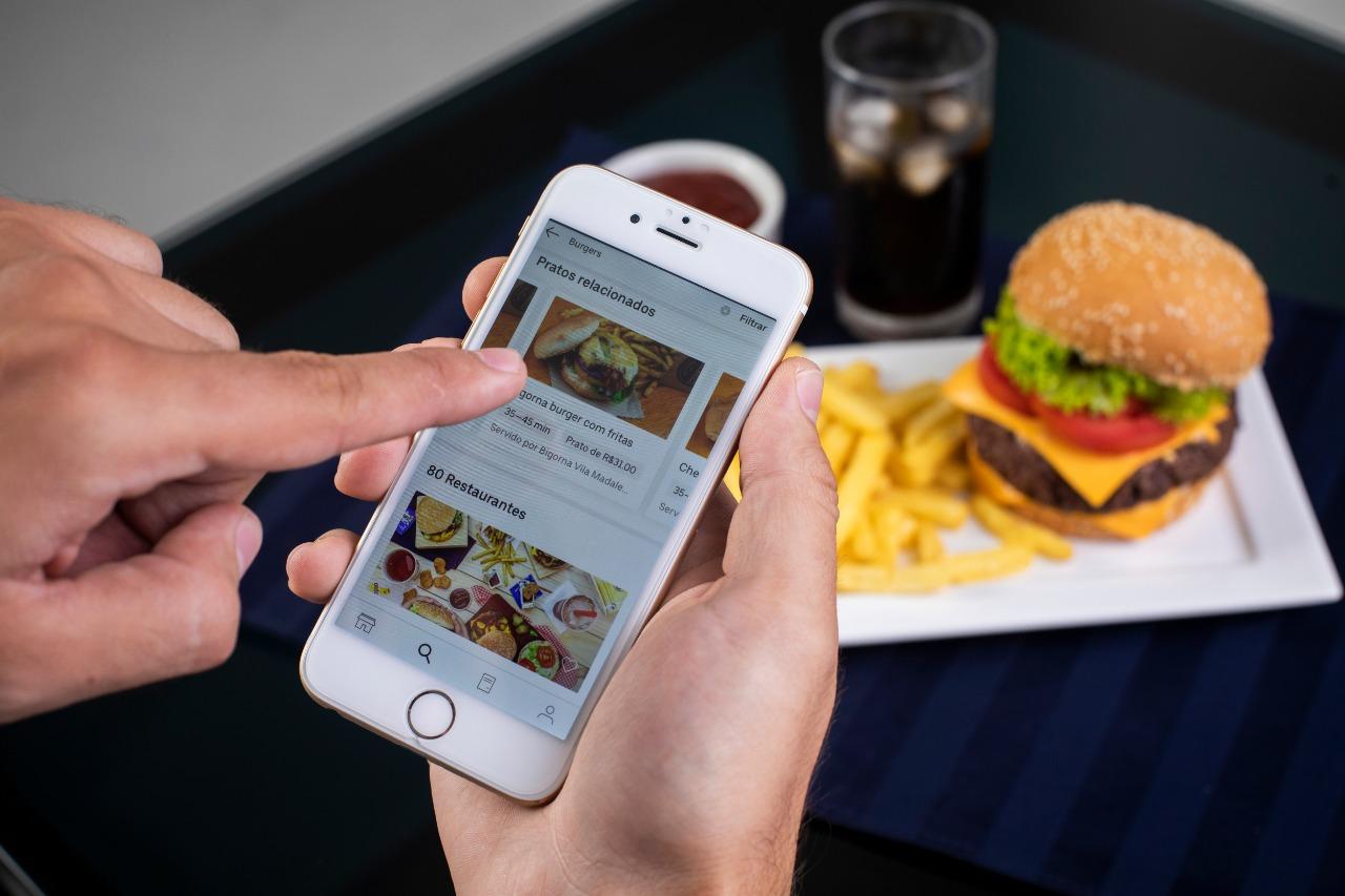 Hondureños ya pueden pagar en efectivo su pedido de Uber Eats