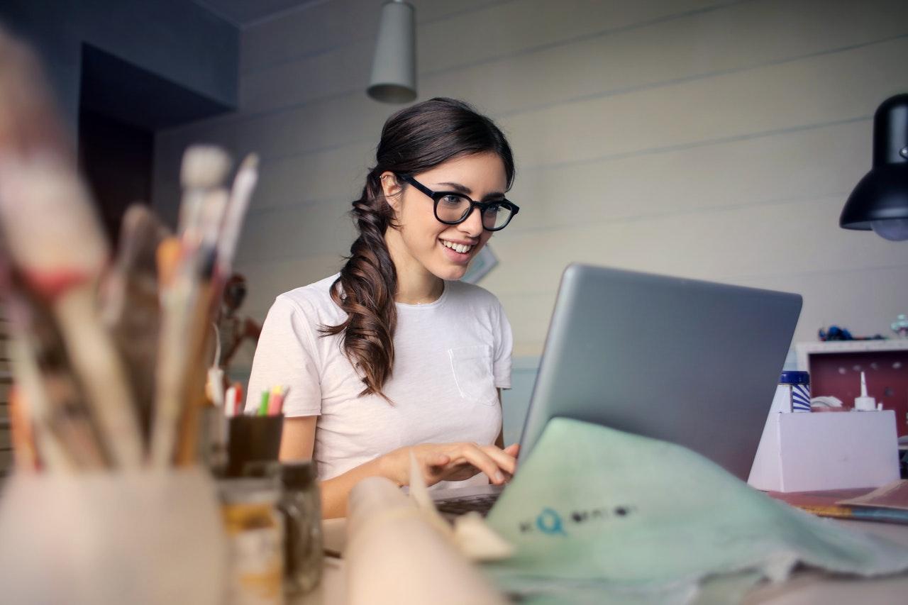La ONU destaca que reducir la brecha digital empodera a las mujeres