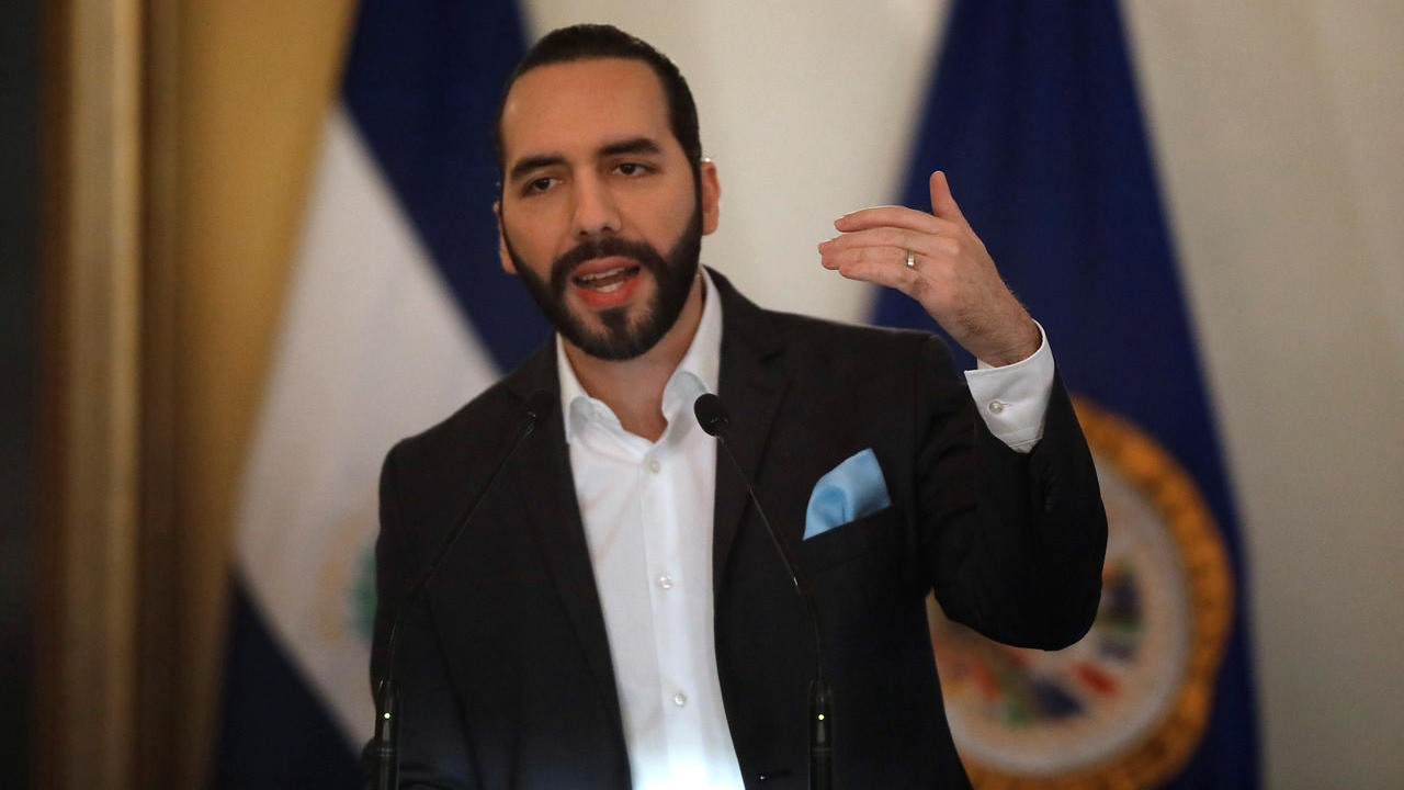 Bukele asegura que El Salvador no es independiente de la pobreza