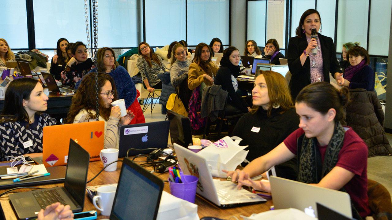 5 mujeres que 'reparan' al mundo con empresas de tecnología
