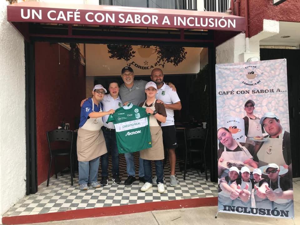 Conoce la primer cafetería en Latinoamérica atendida por jóvenes con Síndrome de Down