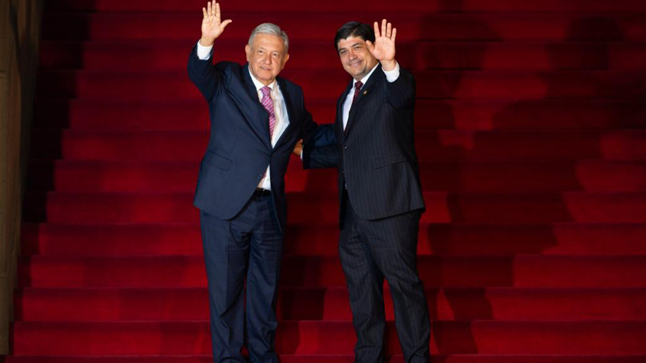 Carlos Alvarado se reúne con López Obrador para atender desafíos regionales