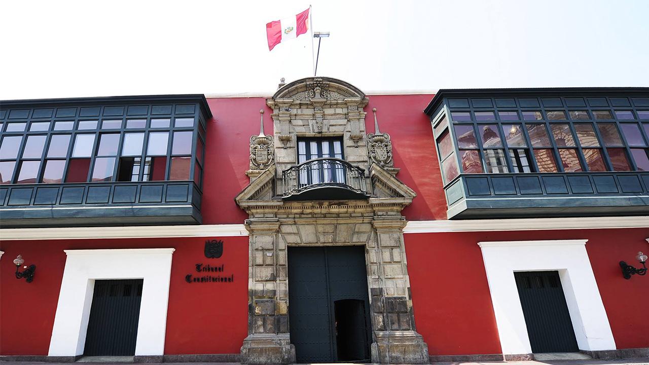 Tribunal Constitucional de Perú acepta proceso para definir legalidad de cierre Congreso