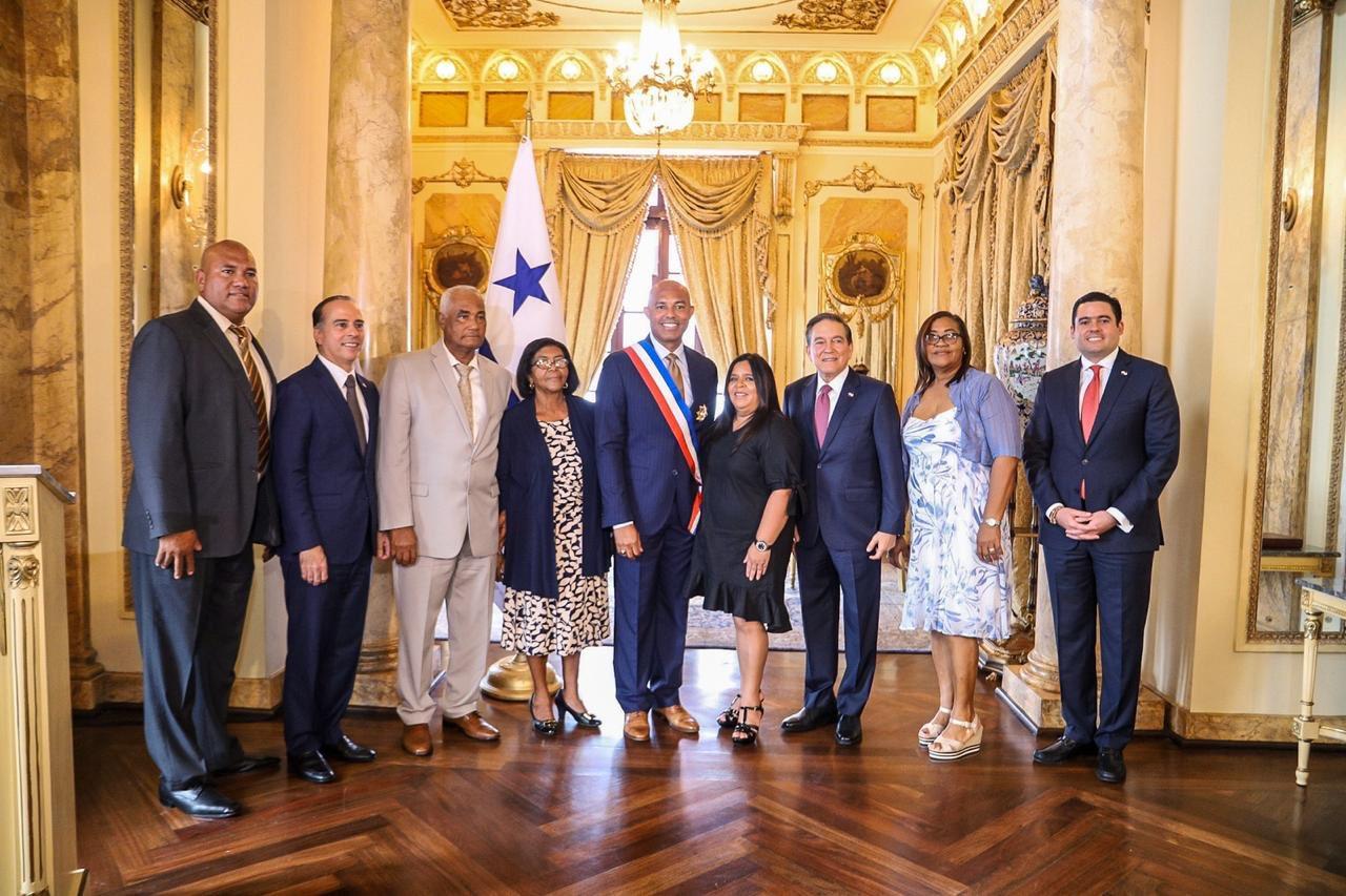 Exlanzador de los Yanquis es distinguido por Gobierno de Panamá
