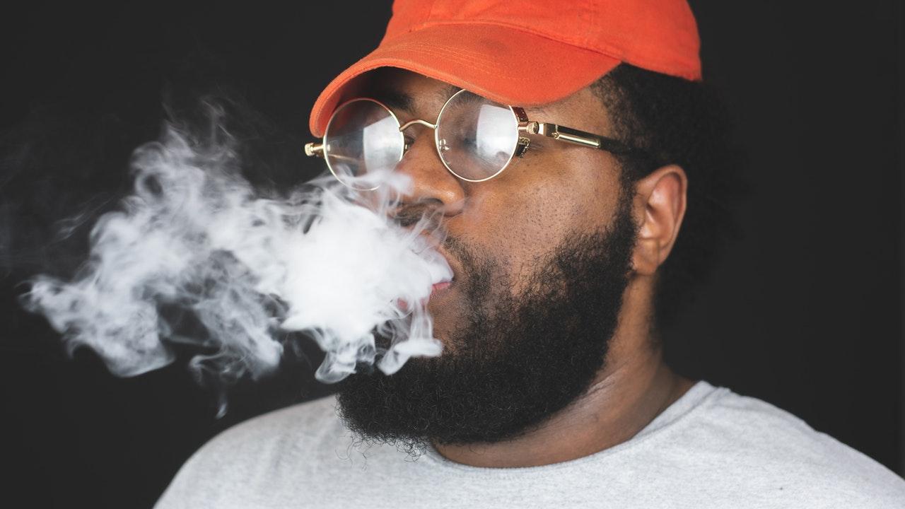 Costa Rica recomienda no utilizar cigarros electrónicos y busca prohibirlos