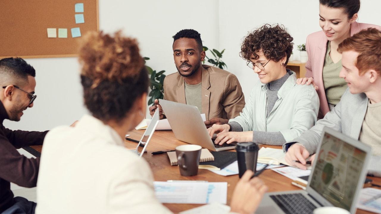 Las 4 ventajas laborales que anteponen los millennials a un aumento de sueldo