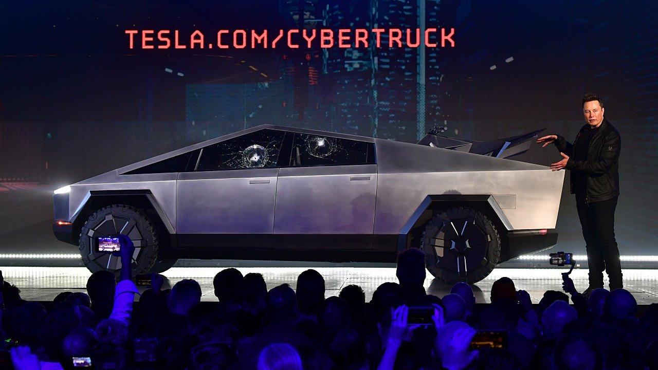 Tesla patenta el Cybertruck solar y revela la casa rodante Cyberliving
