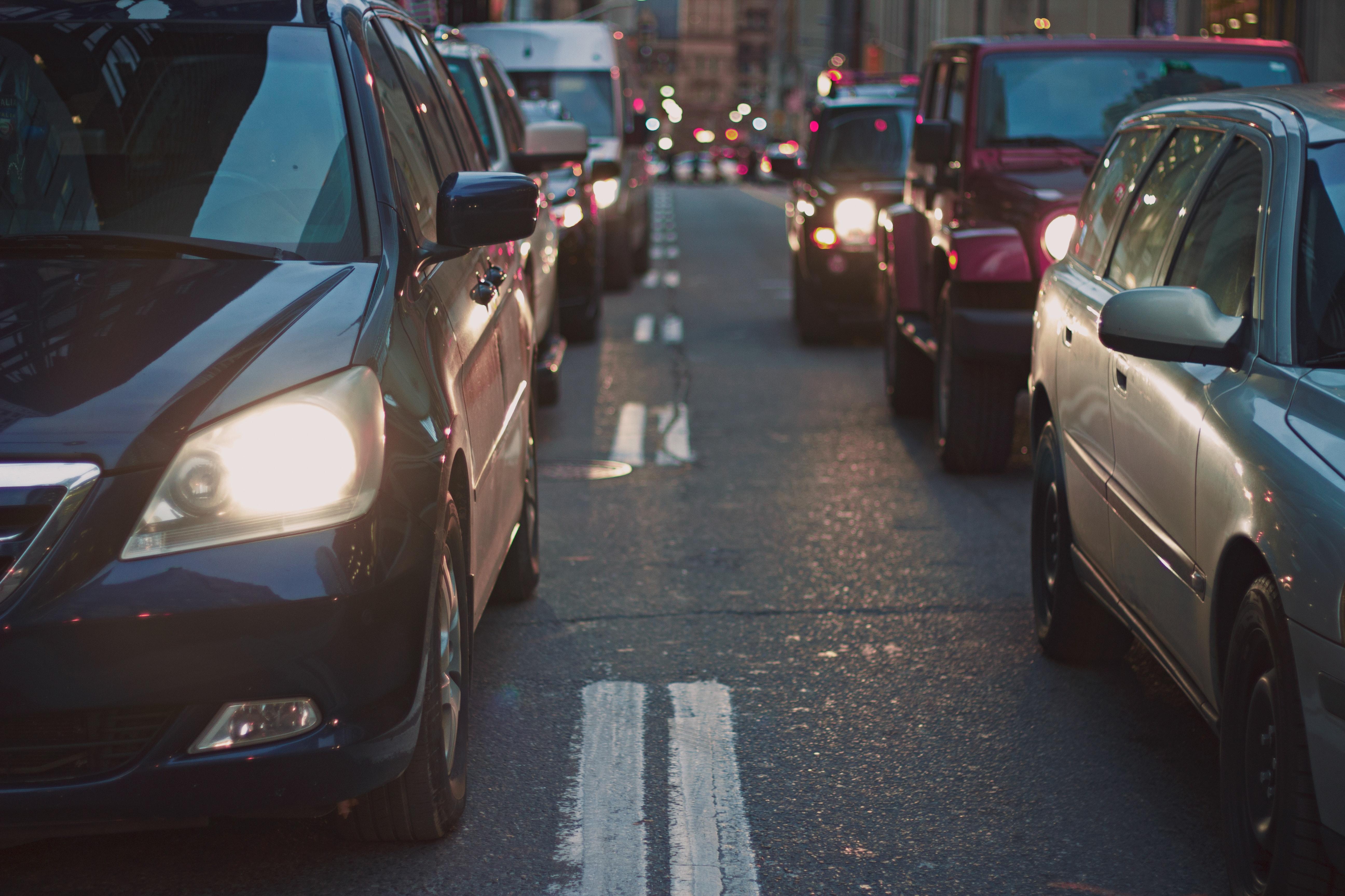Más de 600 mil vehículos circulan con placas temporales, este año SAT recibiría primer lote de placas de metal