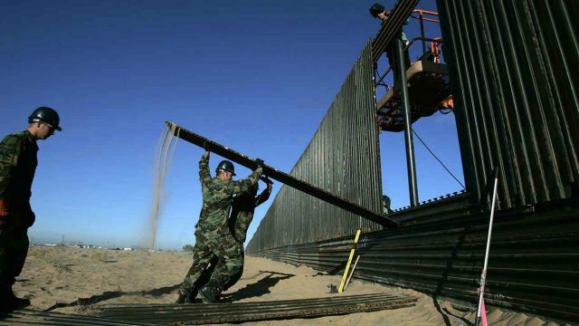 Trump se despide del muro con México, una promesa a medias
