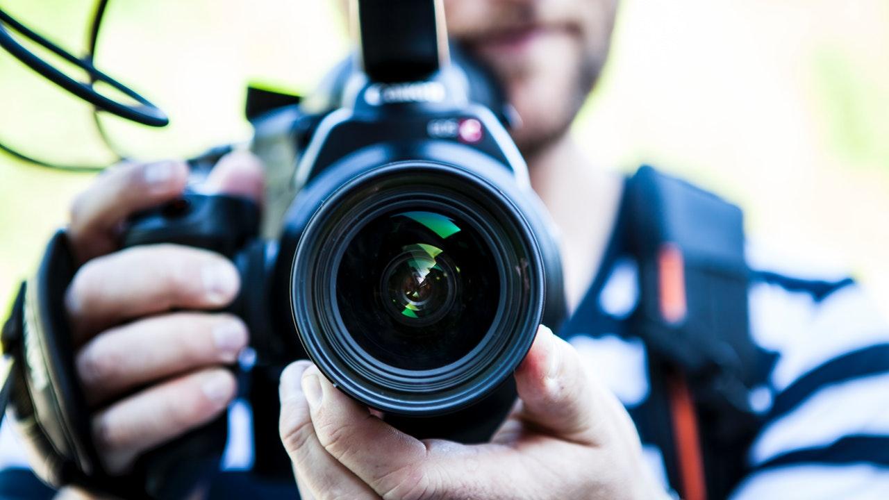 Periodistas muertos a causa de COVID-19 superan los mil profesionales