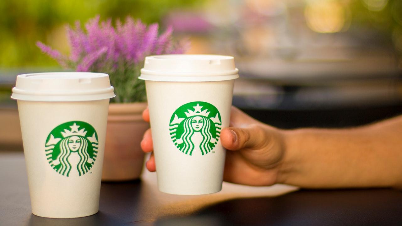Starbucks: ¿Sigue siendo buena opción de compra tras un repunte del 70% en un año?
