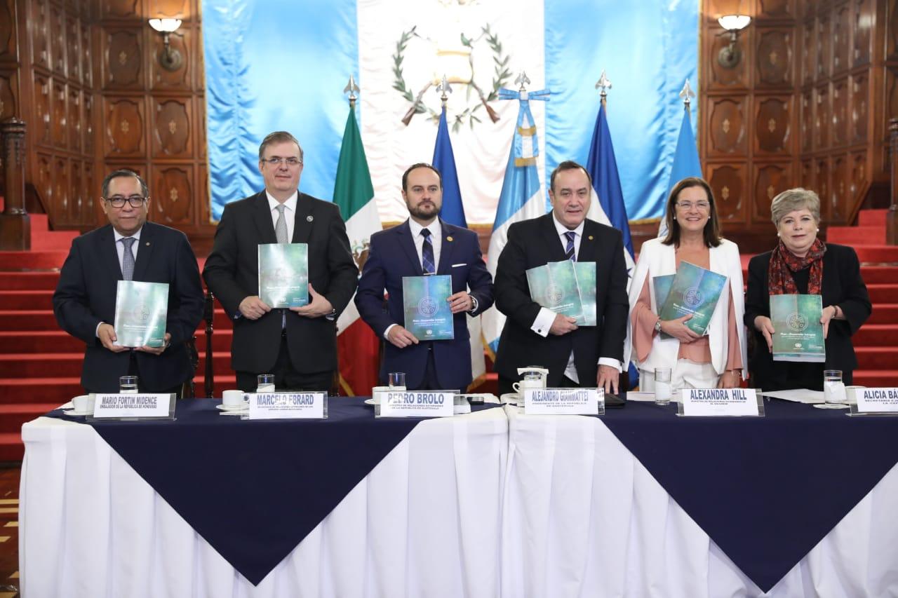 Cepal propone a Giammattei plan de desarrollo regional para reducir la migración