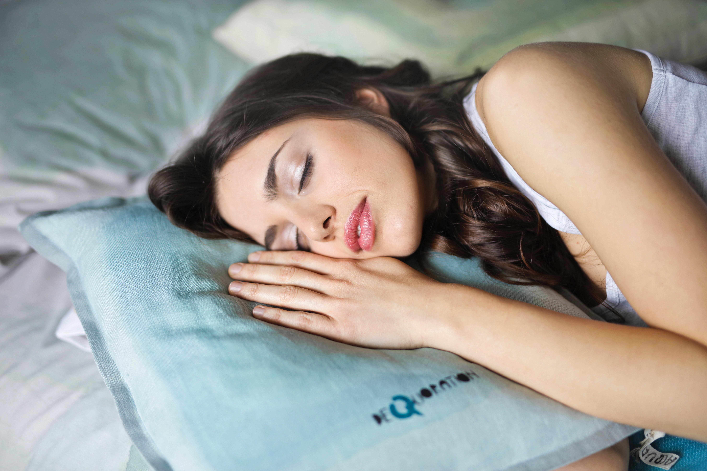 Si no logras alcanzar el sueño profundo puede que sean síntomas de Alzheimer: estudio