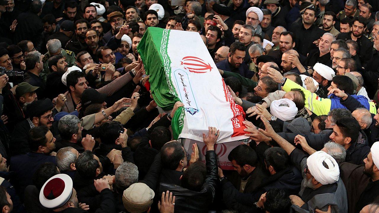 Iraníes despiden a Soleimani; nuevo comandante promete venganza contra EU