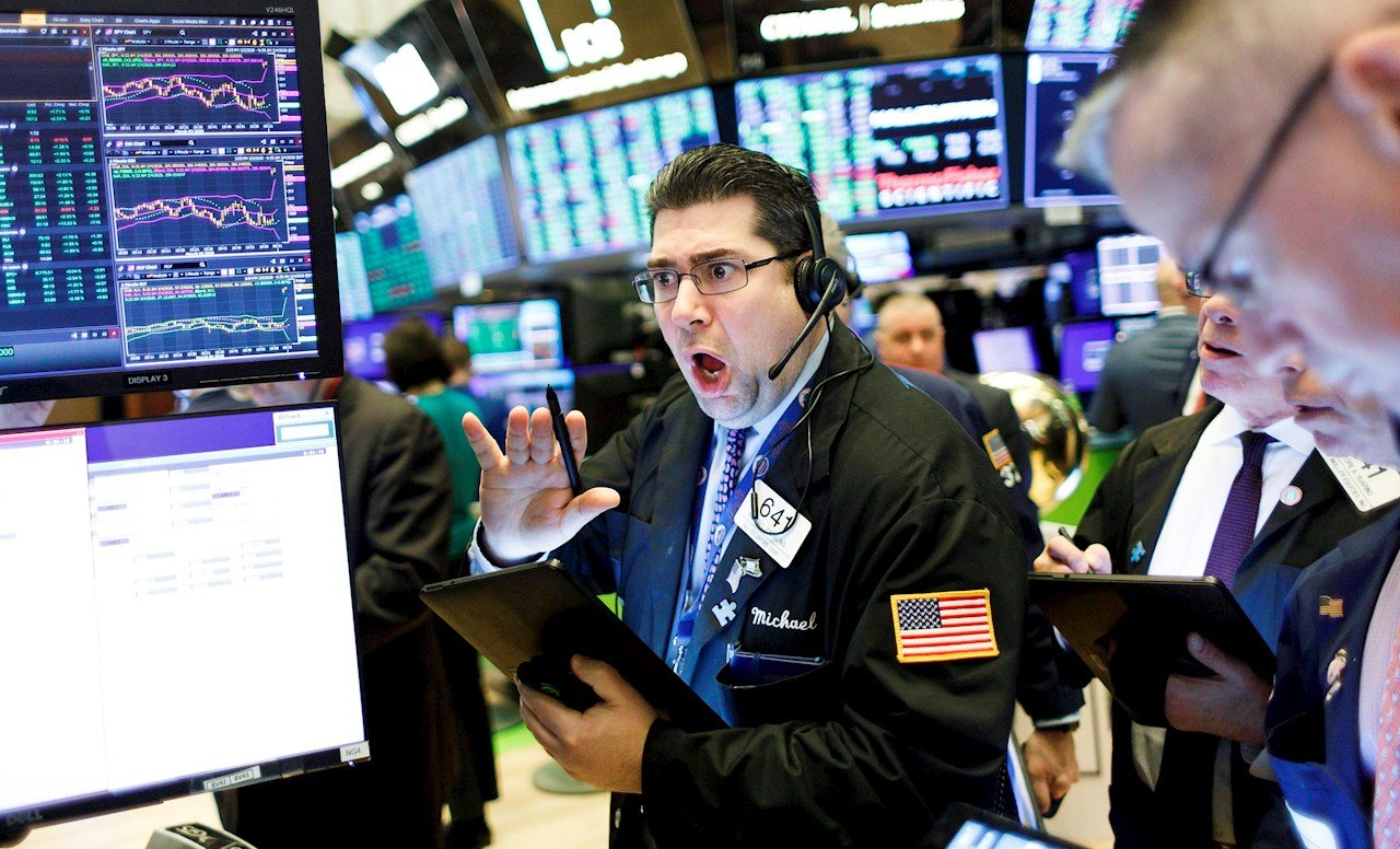 Wall Street abre en rojo por temor a la evolución del COVID-19 en EU