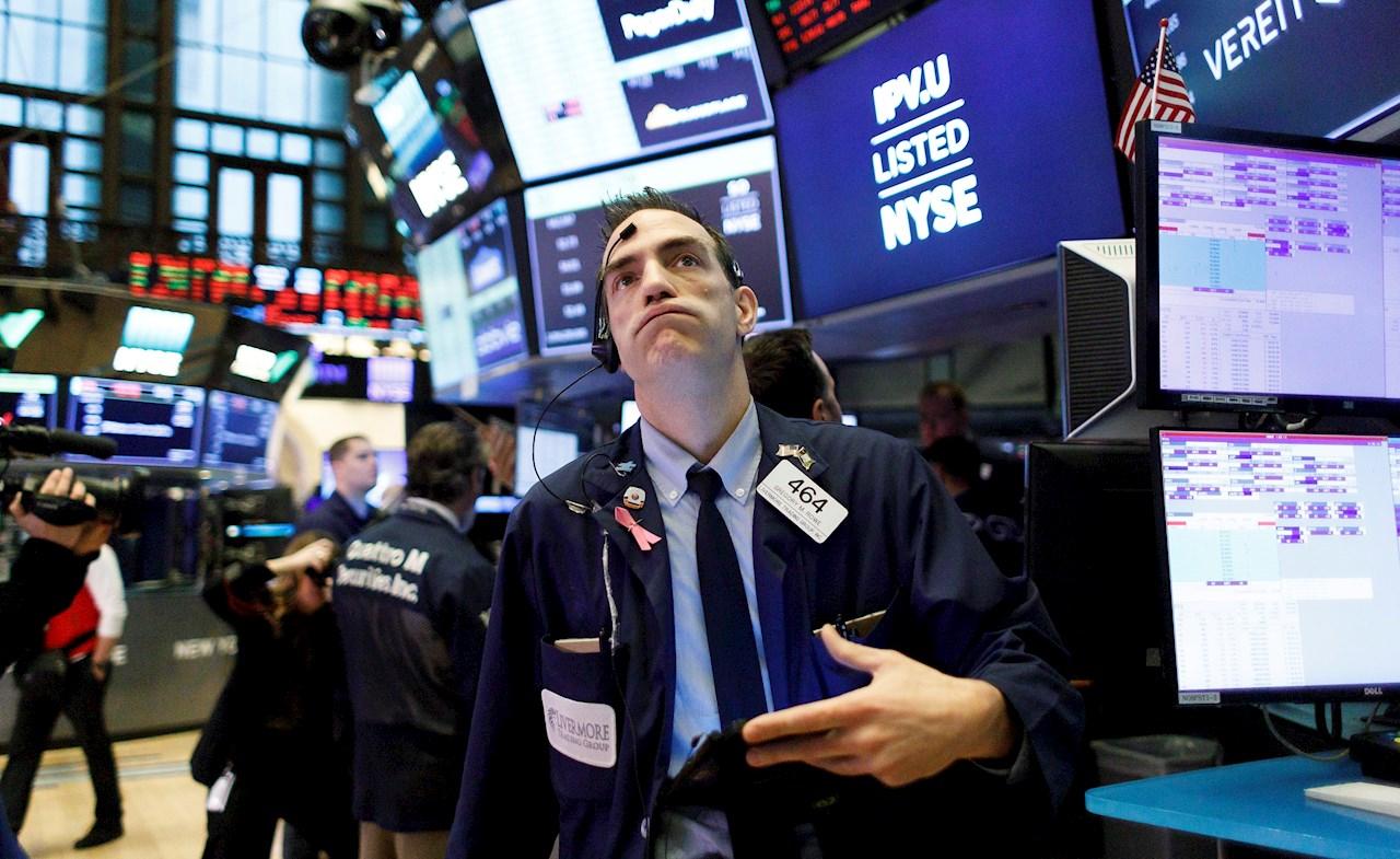 Wall Street abre en rojo por estímulo y resultados trimestrales