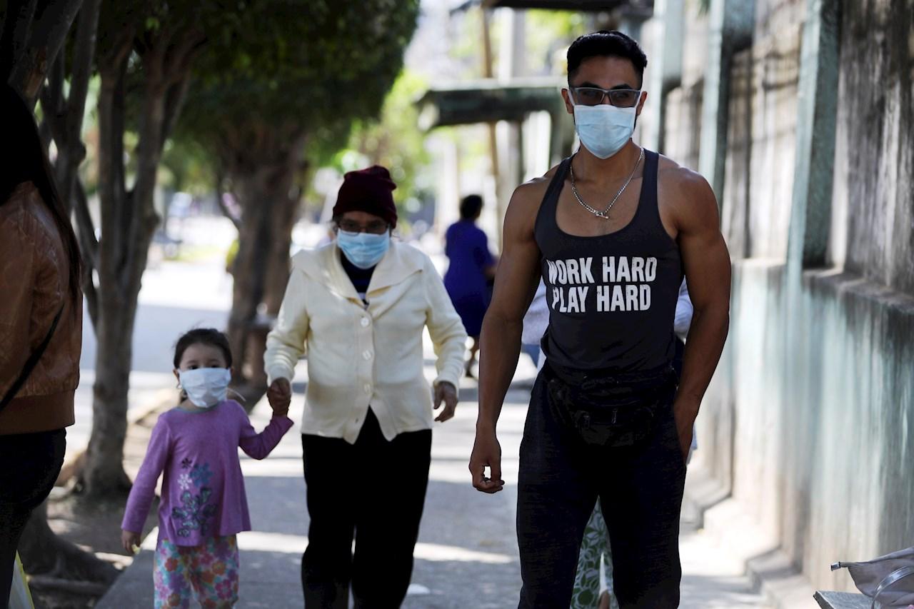 Costa Rica suma hospitalizados por COVID-19 en medio de presiones económicas