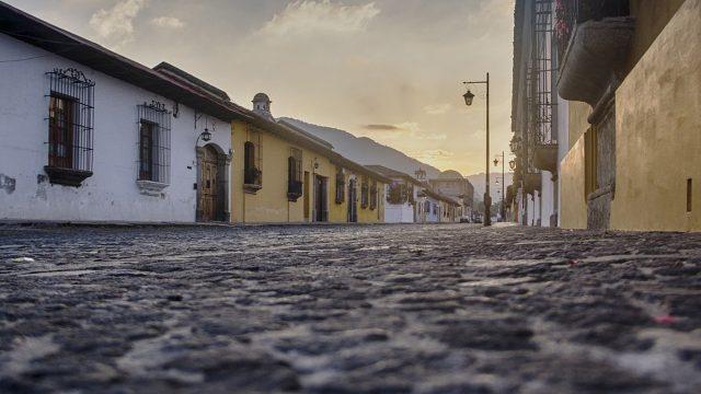 Turismo local regresa a Antigua luego de mejora en tablero de alertas