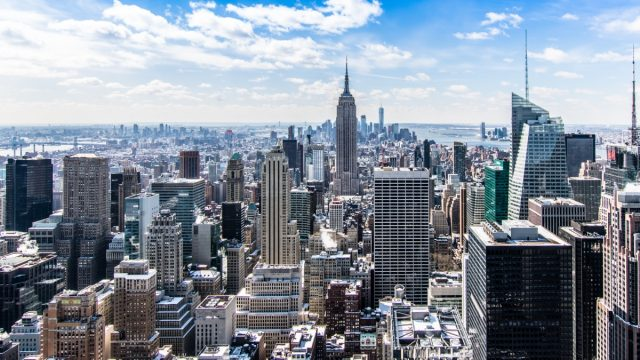 Nueva York instala controles para que se cumpla la cuarentena