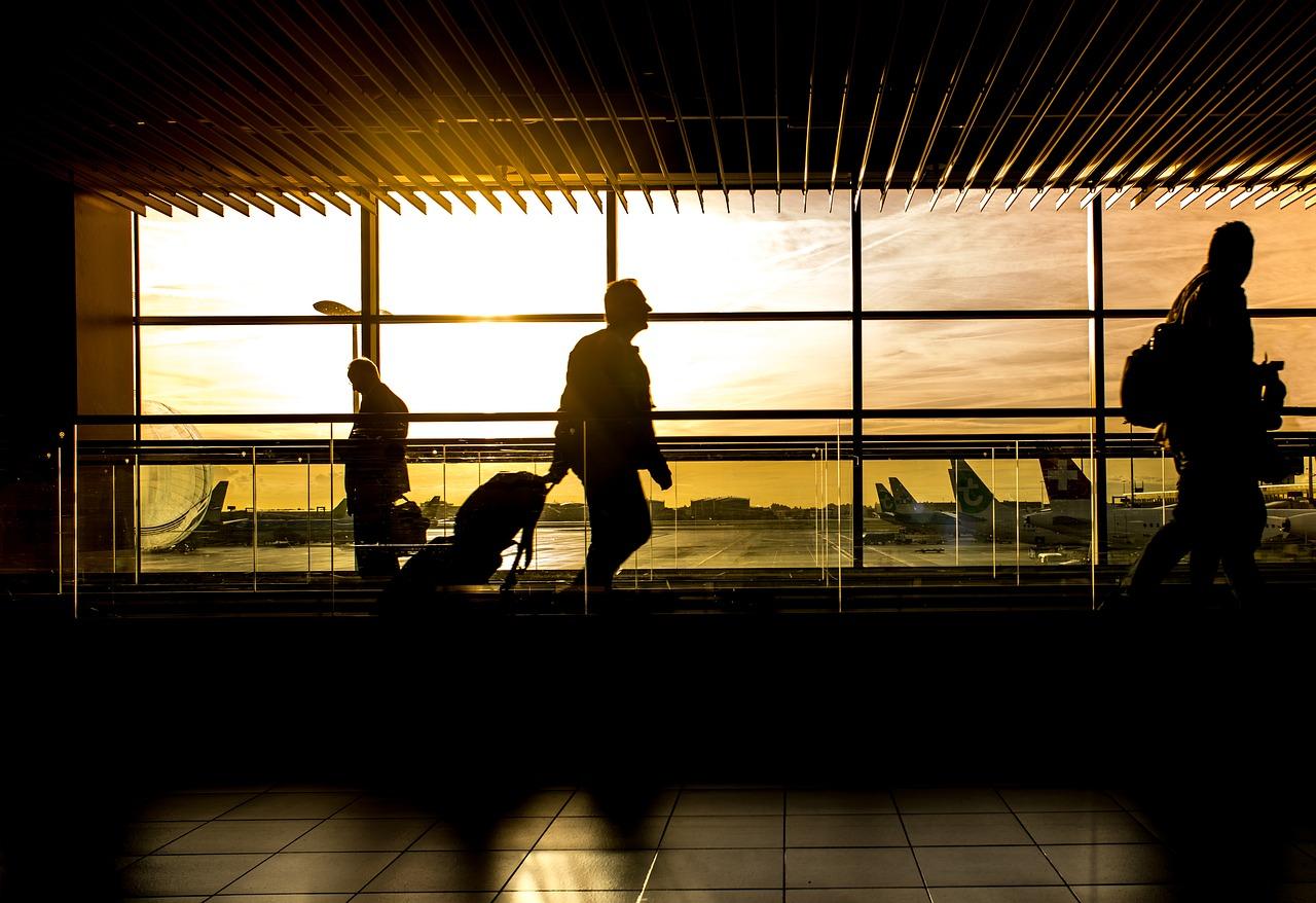 Grupo hondureño-alemán operará terminal de carga en aeropuerto de El Salvador
