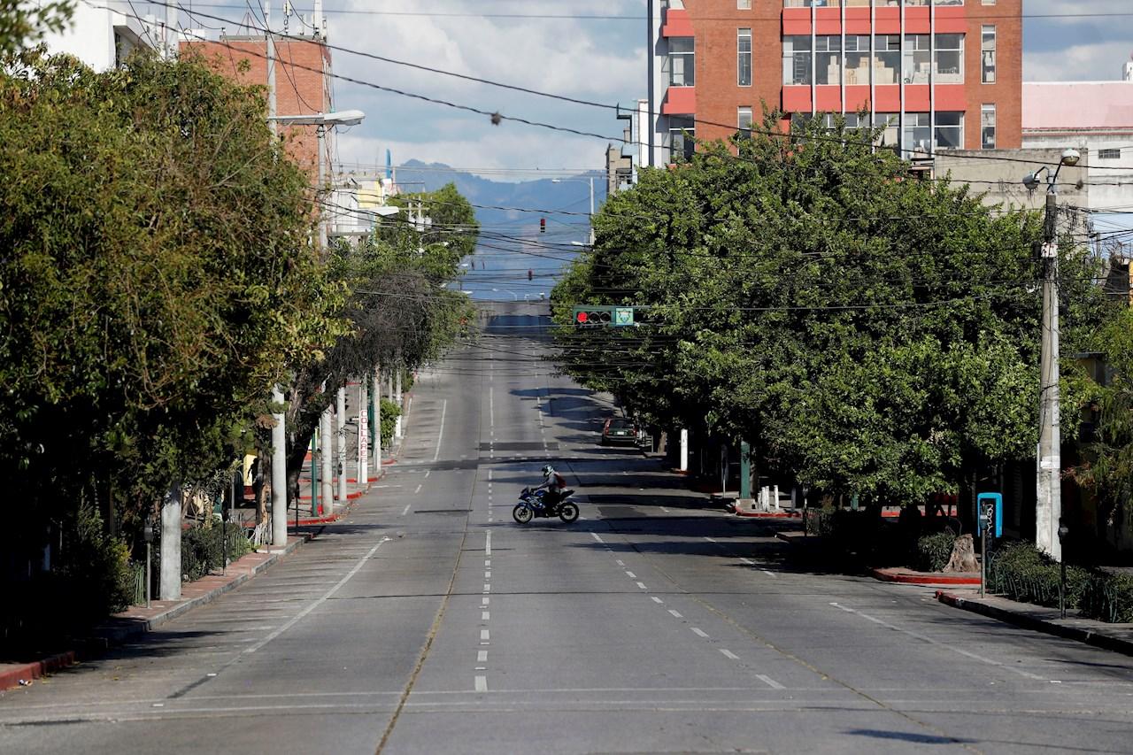 Guatemala busca frenar contagio de la COVID-19 con medidas obligatorias