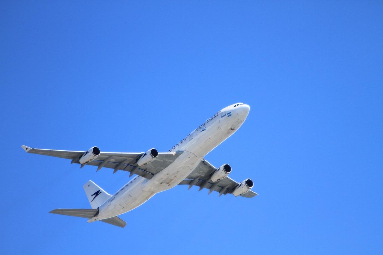Suspenden vuelos de Caracas a R.Dominicana por positivos de COVID-19