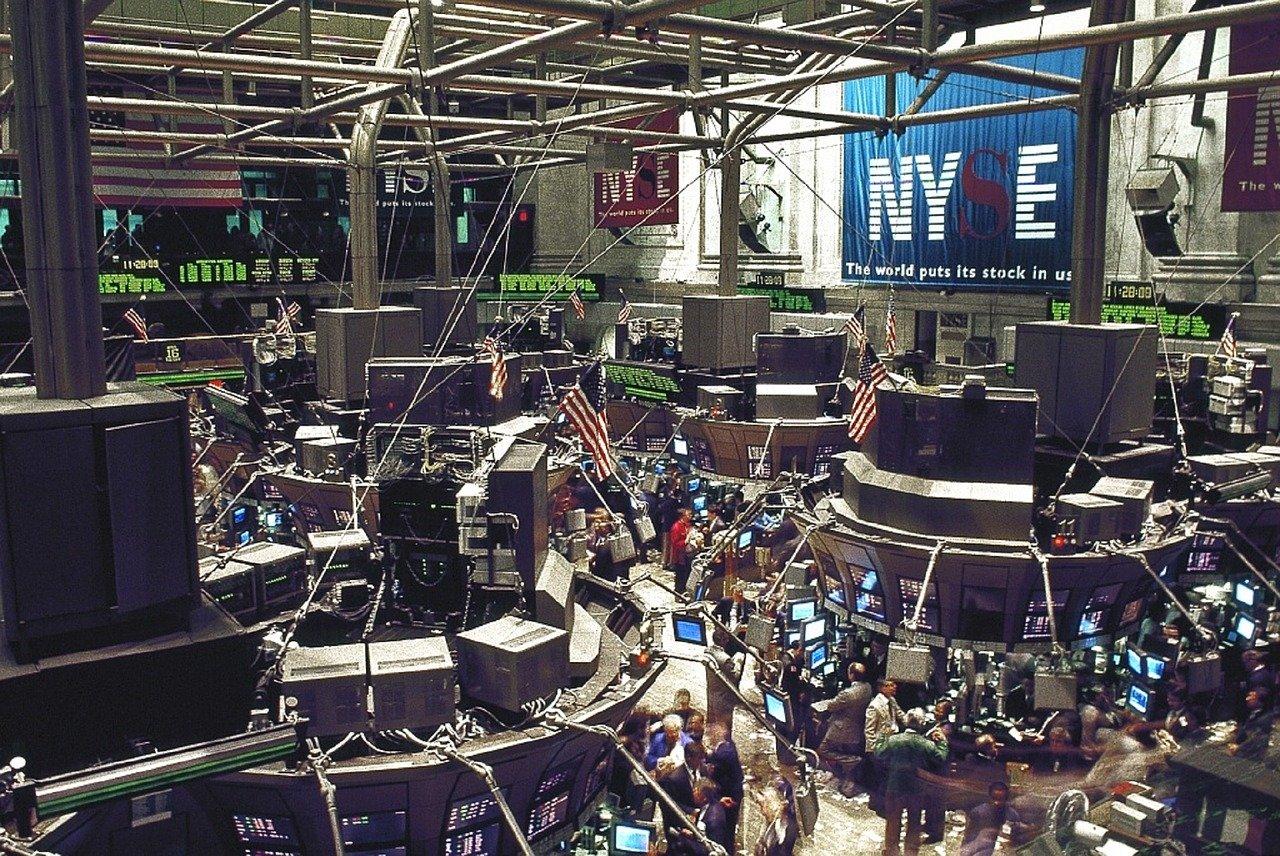 Wall Street abre verde y el Dow se anota un 0.72% por potencial vacuna