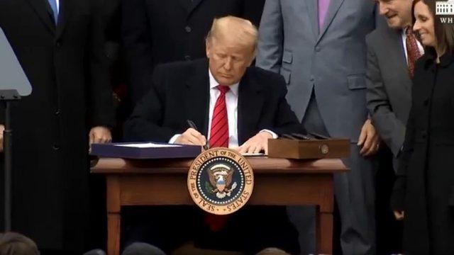 ¿Es viable la destitución de Trump antes de que acabe su mandato?