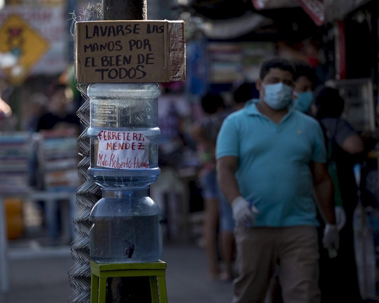 Coronavirus: huehueteco dona caretas a vendedores informales para prevenir contagios de covid-19