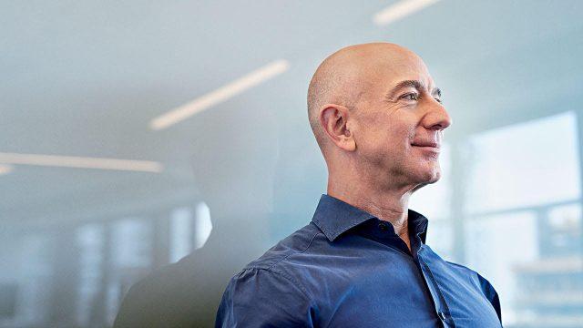 Bezos elige al director de su fondo climático de 10,000 millones de dólares