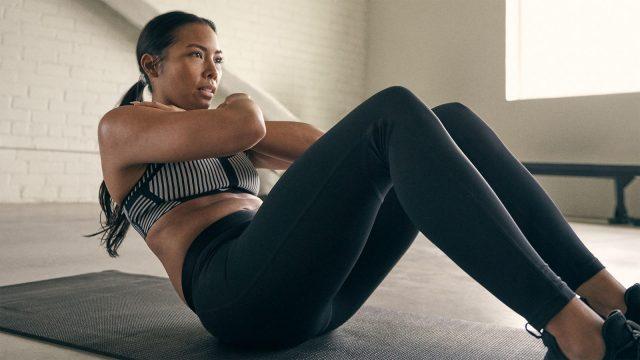 Nike mujer haciendo ejercico