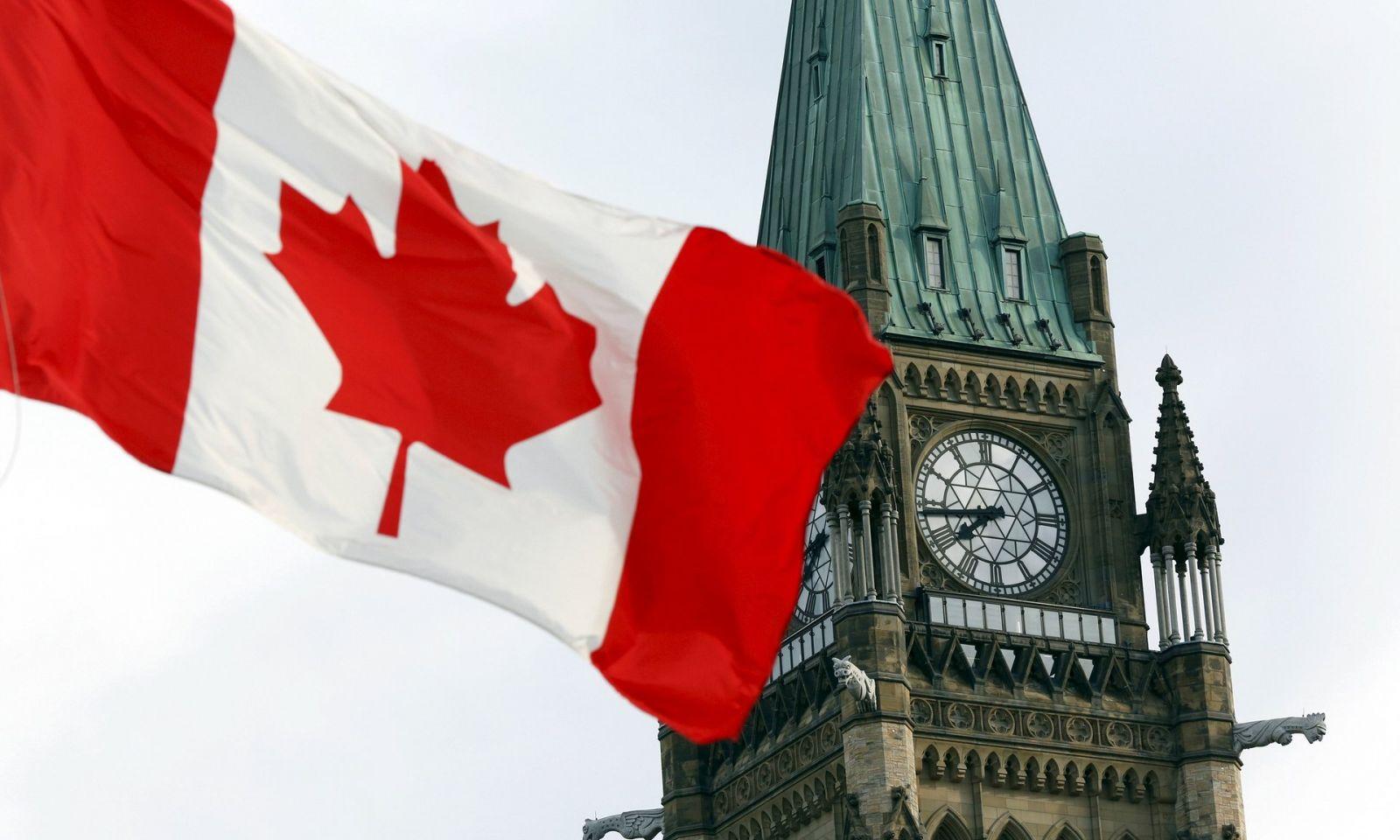 Toronto advierte que variantes de COVID pueden causar nueva pandemia